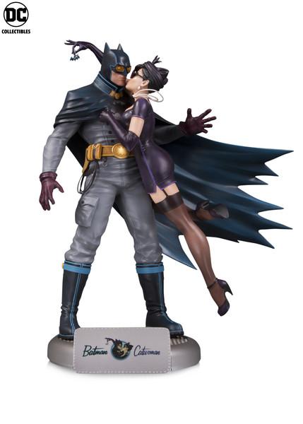 DC_Bombshells_Batman_Catwoman_5a84b7cf4dc2d8.52638998